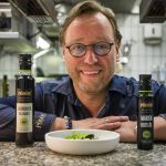 Top chef Thomas Bühner appreciates the variety of Pödör oils. Here he combines the classic tomato with mozzarella with sour cherry balsamico and thistle oil.